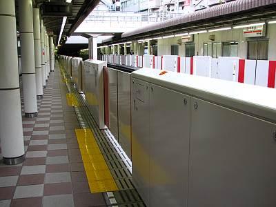 東京メトロ丸ノ内線のホームドア