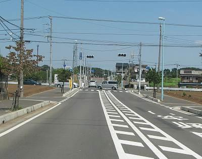 東川沿いの道との交差点