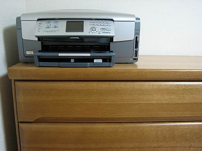 HP Photosmart 3210aをタンスの上に設置