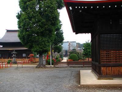 左から地蔵堂、本堂、八坂神社