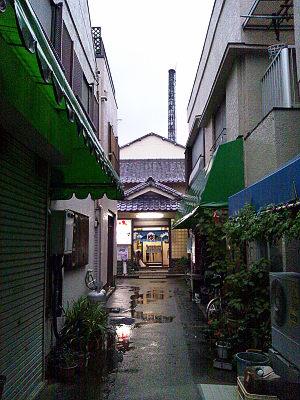 久米川湯の前の商店街