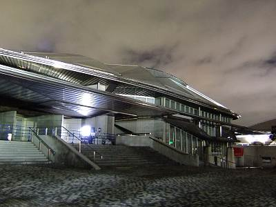 夜の東京体育館(F70EXR撮影)
