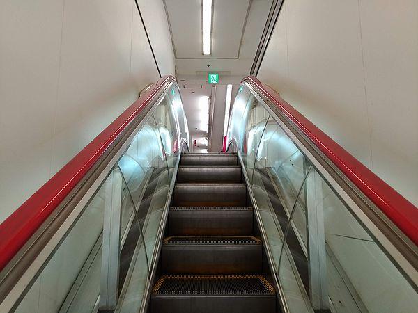 西友所沢駅前店のエスカレーター