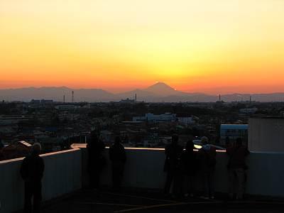 大晦日のダイヤモンド富士を見る同志たち