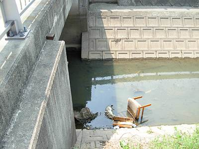 用水路はゴミ箱ではありません