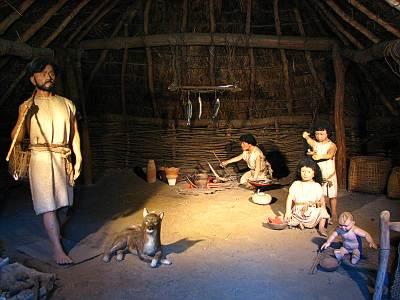 竪穴式住居に住んでいた人と縄文犬
