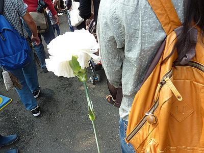 慰霊祭の献花