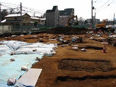環状5の1号線の工事現場遺跡発掘中