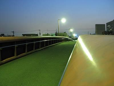 夜の天空橋の上