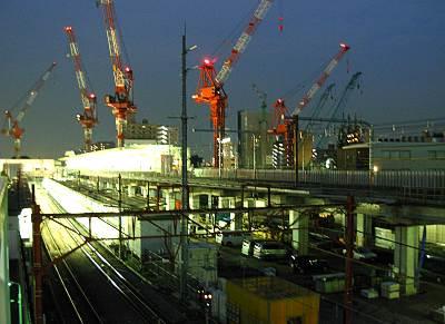 中央線武蔵小金井駅の周りに見えるクレーン