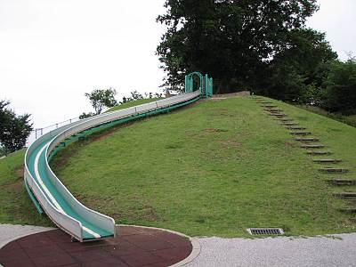 みはらし緑地にある滑り台