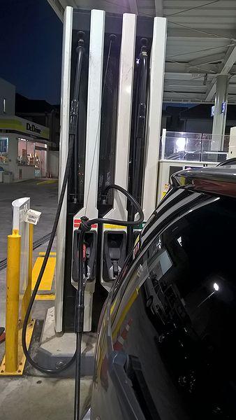ガソリンスタンドのホース伸ばし