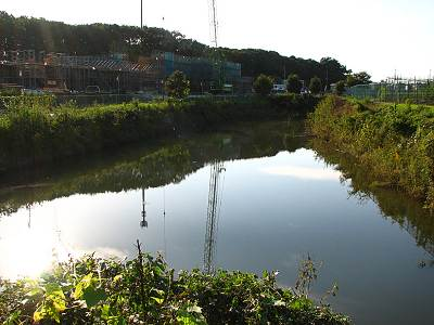 日比田水路の調整池