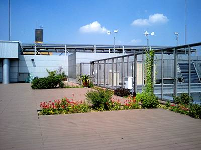 あんさんぶる荻窪の屋上の太陽光発電装置