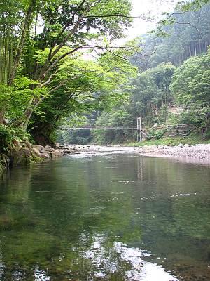 上野村ふれあい館裏の神流川