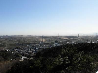 桜山展望台からの景色(砂埃いっぱい)
