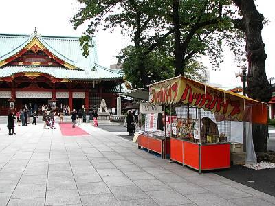 神田明神境内のハッカパイプ屋台