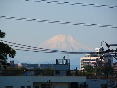 秋ヶ瀬取水堰 遠くには富士山