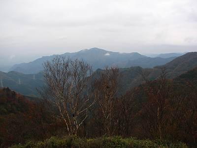 新秩父線51号鉄塔ピークから見た武甲山方面
