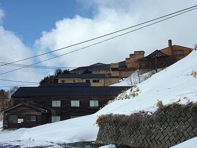 ゆけむり館の後ろの方には近代的な建物