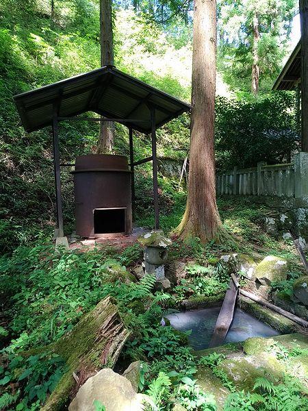 手塚八幡社の湧水