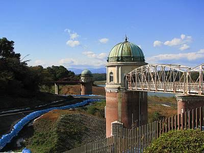 村山下貯水池の取水塔