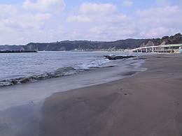勝浦ホテル三日月の目の前の砂浜