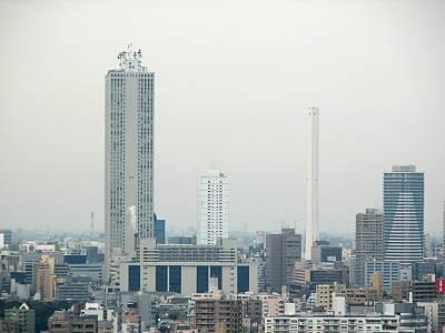 サンシャイン60と豊島清掃工場の背比べ