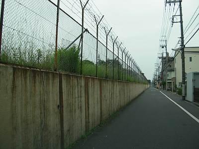 日産村山工場の壁