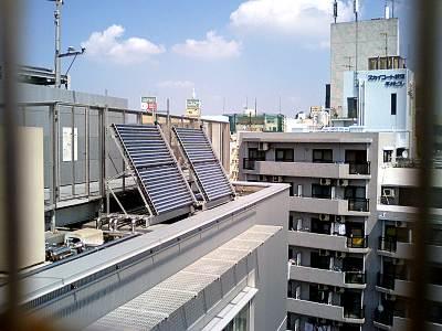 あんさんぶる荻窪の屋上の太陽光集熱器