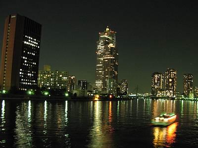 隅田川沿いの聖路加タワー