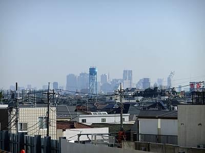 石神井公園駅上りホームからの新宿方面展望