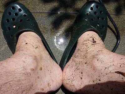 足下は真っ黒