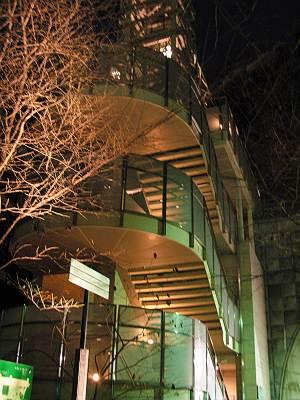 愛宕山エレベータの階段
