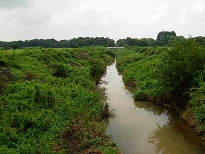 鴨川放水路