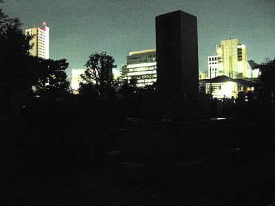 夜の青山霊園(青山墓地)その3