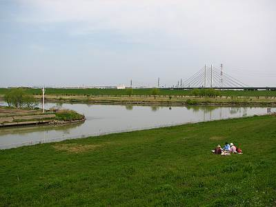 朝霞水門横から見た荒川