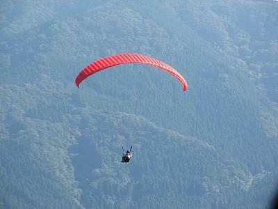 堂平山でのパラグライダー
