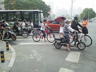 北京市内は電動バイクいっぱい