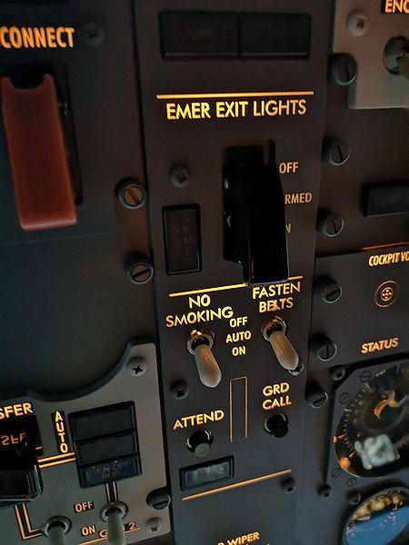 B737 警告灯スイッチ