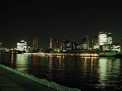 勝鬨橋の対岸に見えるは築地市場