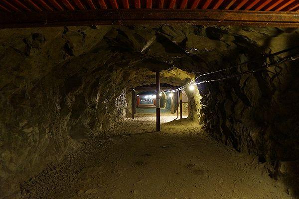 象山地下壕の中1