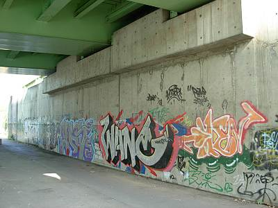 大井北埠頭橋の落書き