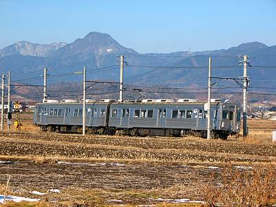 下之郷付近の上田電鉄車両
