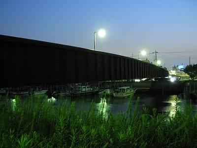 夜の天空橋(側面)