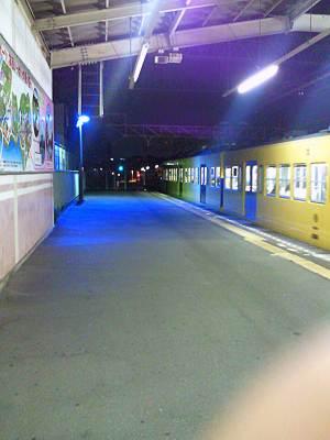 秋津駅のブルーライト