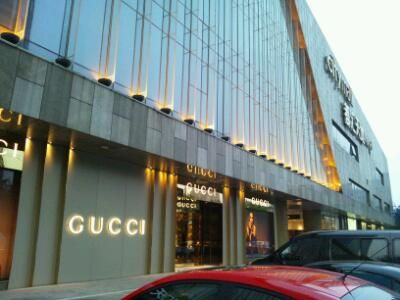豪華な建物