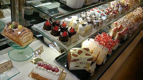 ケーキ売ってます