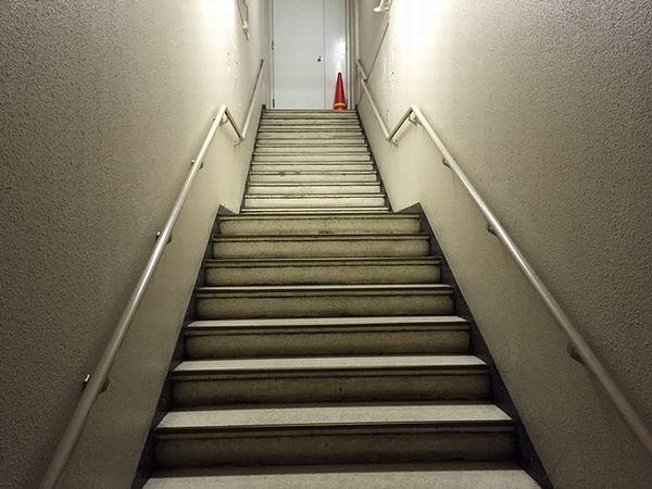 東京駅への上り階段