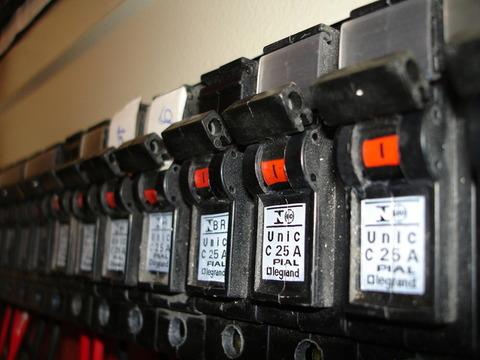circuit-breaker-1225688-640x480